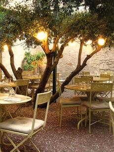 Le Patio Béziers est un restaurant traditionnel qui propose une cuisine fait maison aux saveurs méditerranéennes en centre-ville avec une terrasse.(®  le patio)