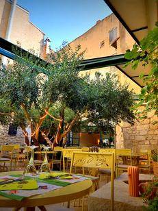 Le Patio Béziers est un restaurant traditionnel qui propose une cuisine fait maison aux saveurs méditerranéennes en centre-ville avec une terrasse.(®  SAAM fabrice CHORT)